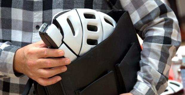 morpher le casque de v lo pliable pour encourager les cyclistes en porter. Black Bedroom Furniture Sets. Home Design Ideas