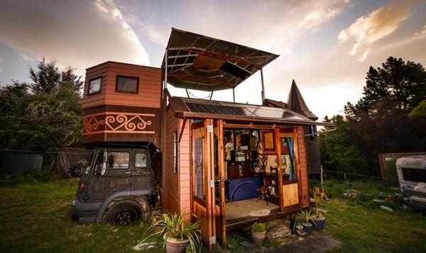 une tiny house qui se transforme en ch teau. Black Bedroom Furniture Sets. Home Design Ideas