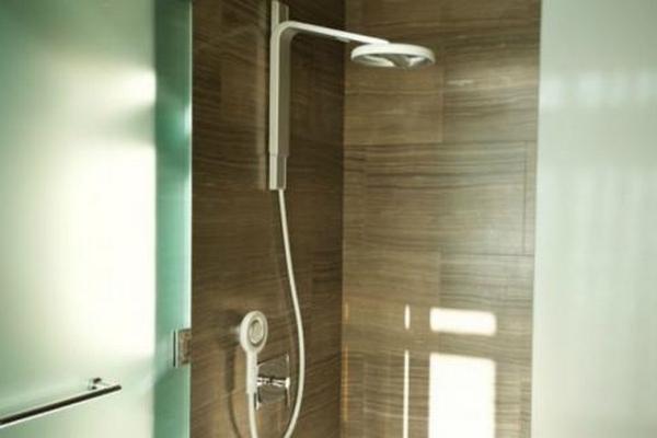 nebia shower un pommeau de douche qui permet d. Black Bedroom Furniture Sets. Home Design Ideas