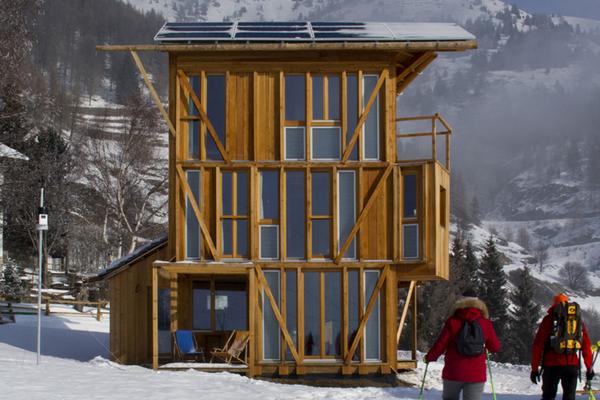 casa solare une tiny house autonome en nergie. Black Bedroom Furniture Sets. Home Design Ideas