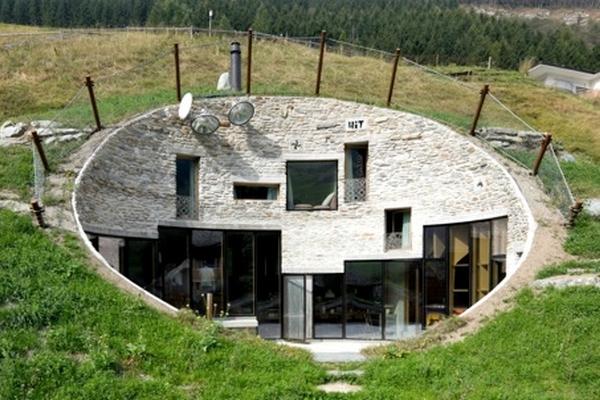 Villa vals une maison troglodyte dans les alpes suisses for Construire une maison troglodyte
