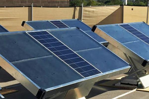 source un panneau solaire qui produit de l eau potable. Black Bedroom Furniture Sets. Home Design Ideas